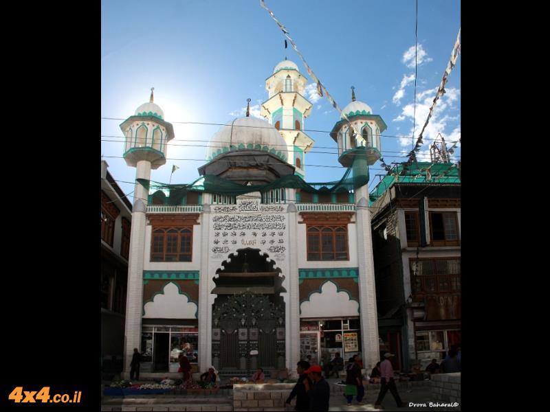 המסגד החדש ברחוב הראשי של לה