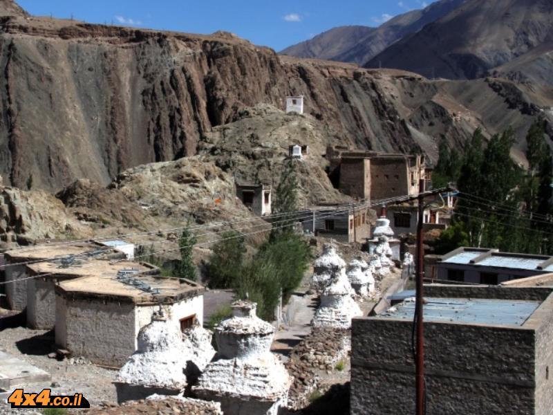 סטופות בדרך לכפר אלצ'י