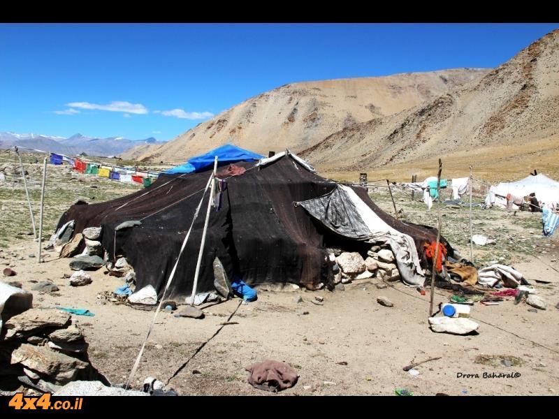 האוהל השחור של בני שבט הקהרמפה