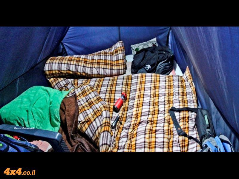 פנים האוהל במחנה האוהלים בצנדרהטל