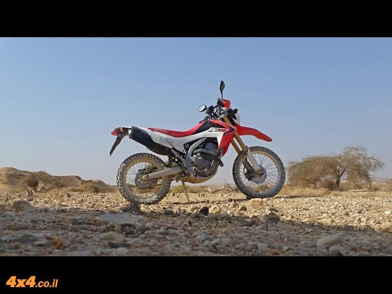 קסם המדבר עם אופנוע