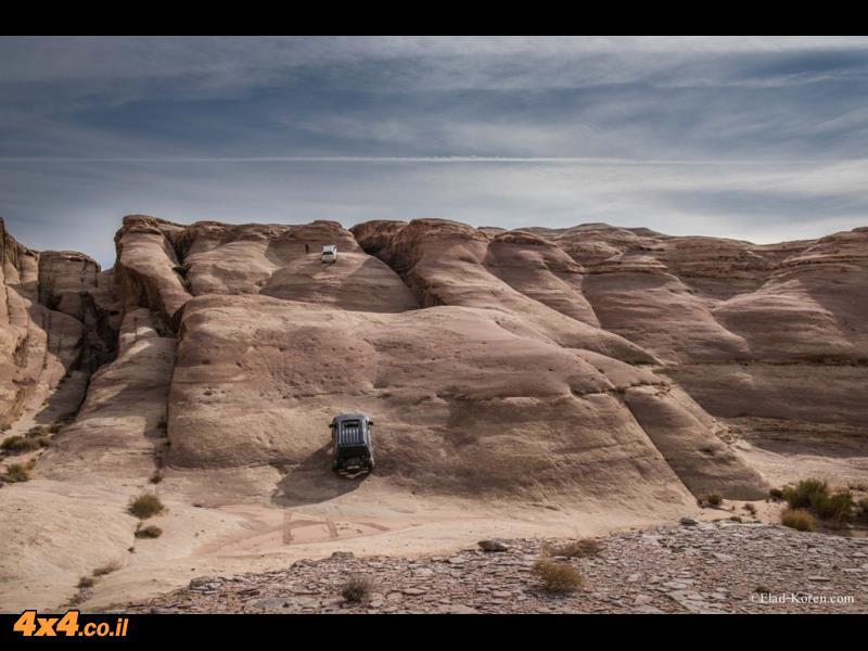 היום השני: דרומה לאורך הגבול עם ערב הסעודית - מטפסים על אבן החול הנובית