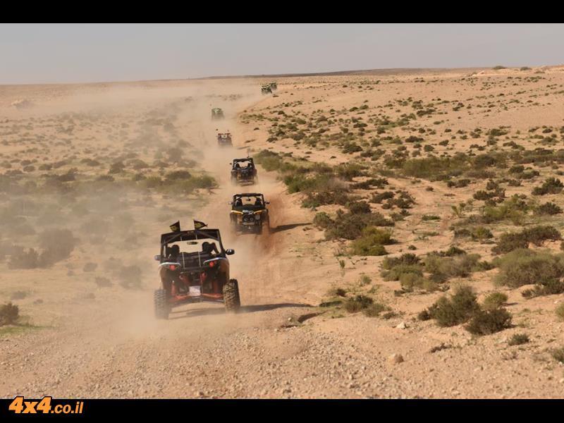 כלי רכב מבריק - מסע MAVERICK רב משתתפים ללב המדבר