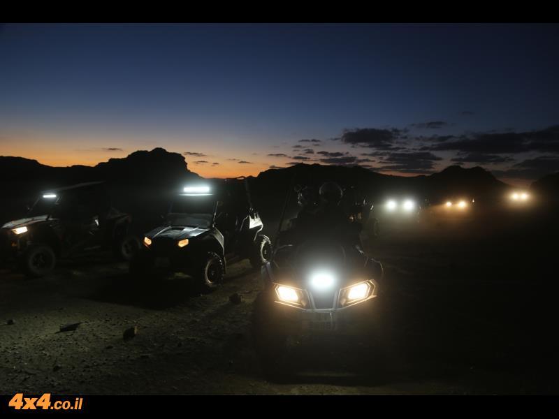 ואיך אפשר בלי שקיעה ולילה במדבר...