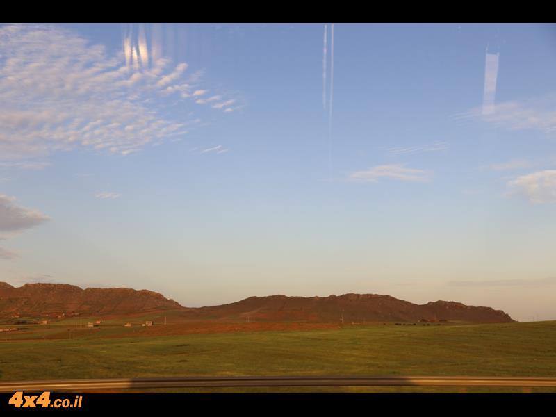 מחלון האוטובוס בדרך למרגלות הרי האטלס