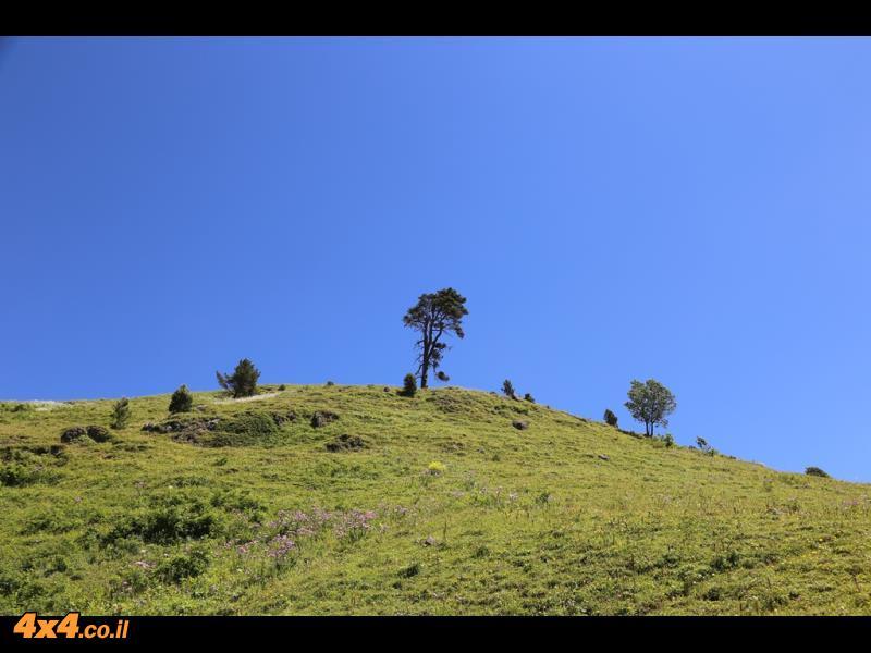 חוצים את הקווקז הנמוך עם נוף לכל רכס הקווקז הגבוה עד האלברוס
