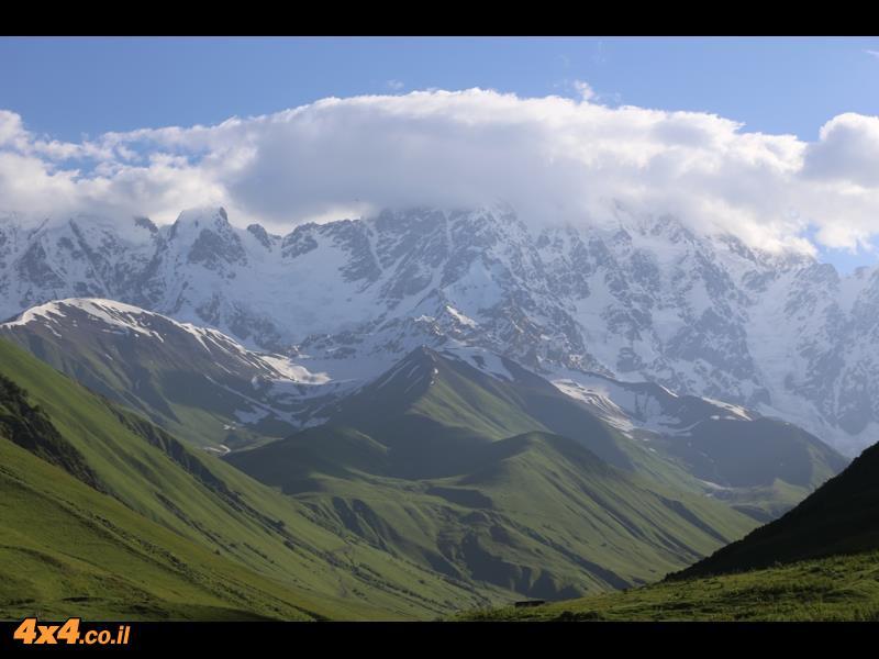 הר שאחרה 5,200 מטרים - ממש מעל אושג'ולי