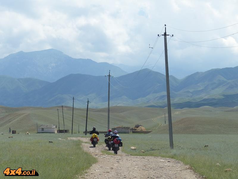 מסע אופנועים הרפתקני ברחבי קירגיסטאן
