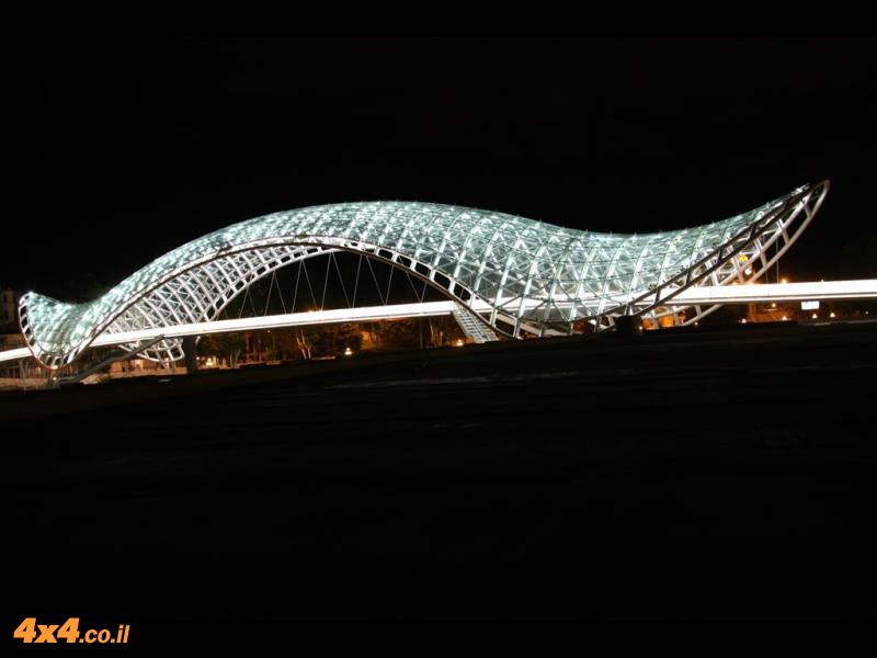 הגשר המואר של טביליסי