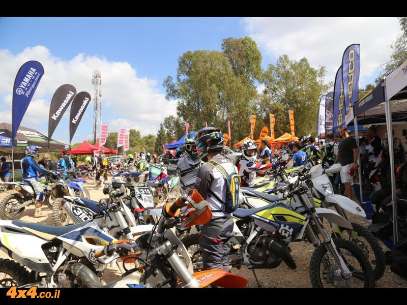 שבט זולו רוכב על כל מותגי האופנועים