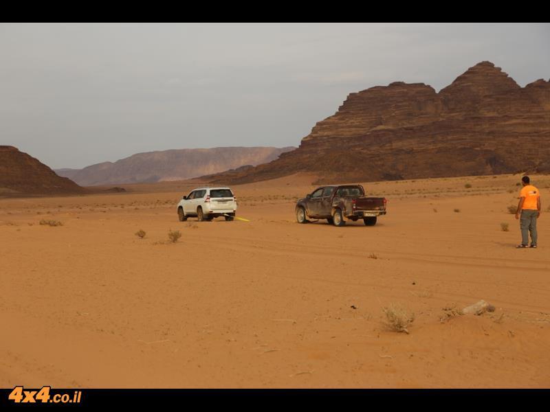 על סכיני הדיונות במדבר הדרומי