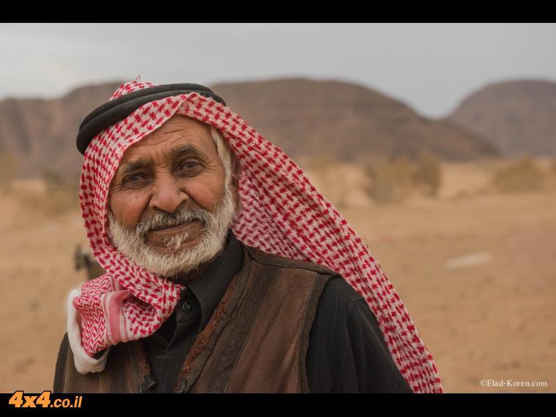 בדואי אמיתי בלב המדבר הענק