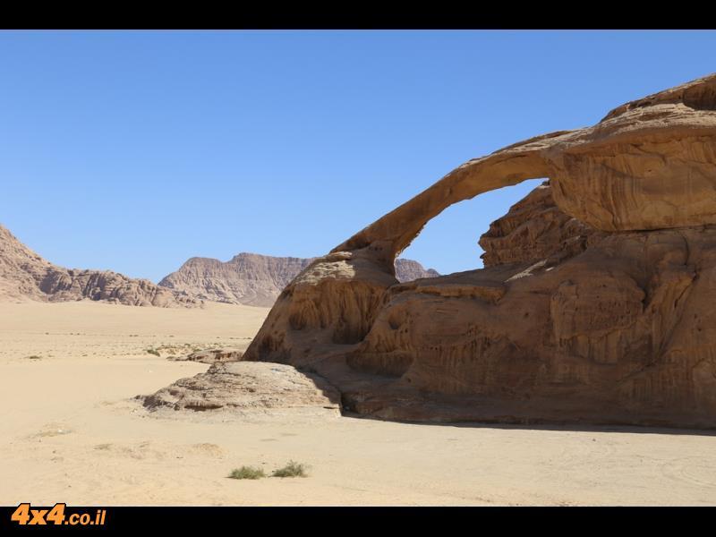 הרפתקאות סוזוקי במדבר הירדני