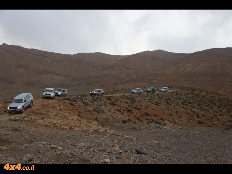 יורדים משיא הגובה של 2,650 מטרים לעבר קניון הטודרה