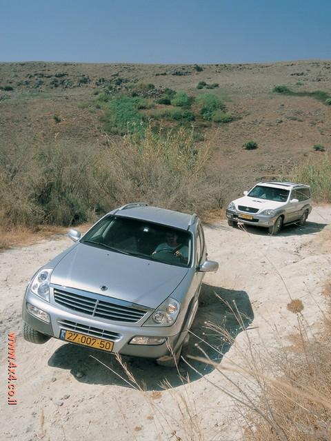 שתי המכוניות האלו מחלקות ביניהן את ההתנהגות והביצועים
