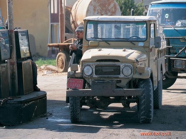 באזימוט דרום מערבי מקהיר שוכנות שלוש נאות מדבר