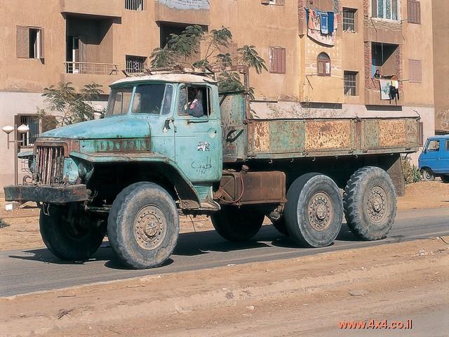לצד ההמון של טיוטה אפשר לגלות כלי-רכב נוספים ממקורות שונים: