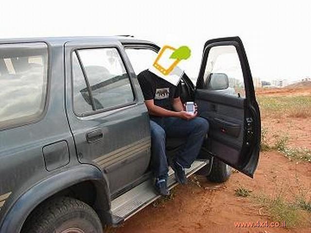 את הנווט הקבוע שיושב לצד הנהג,