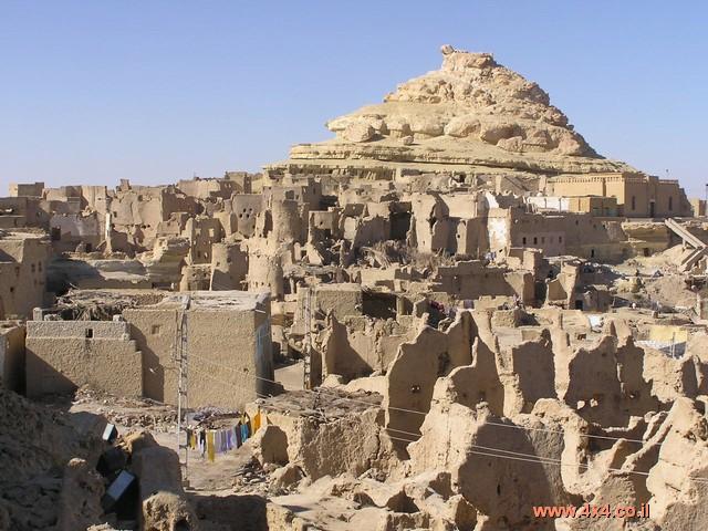 אוגוסטוס קיסר שלח לכאן אסירים פוליטיים וכך גם לנאות המדבר האחרות.