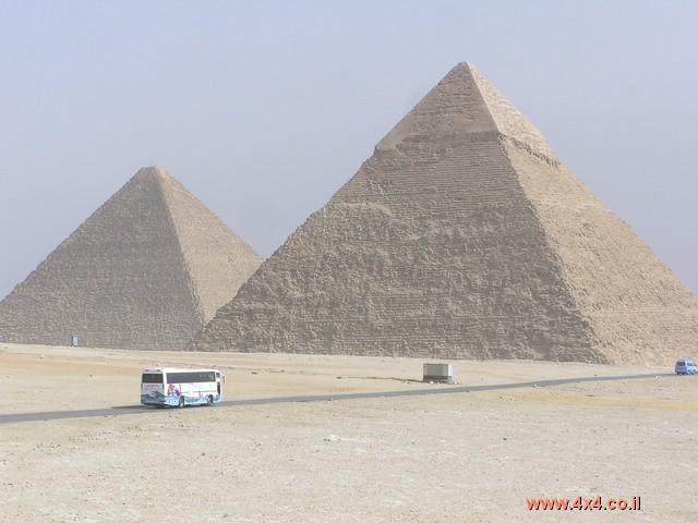 למחרת ביקרנו בפירמידות, במוזיאון ההיסטורי- ארכיאולוגי