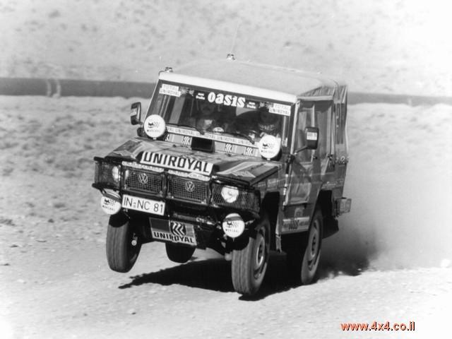 האילטיס החל את חייו ברכב-שטח קשוח שנועד בעיקר לשימושים צבאיים