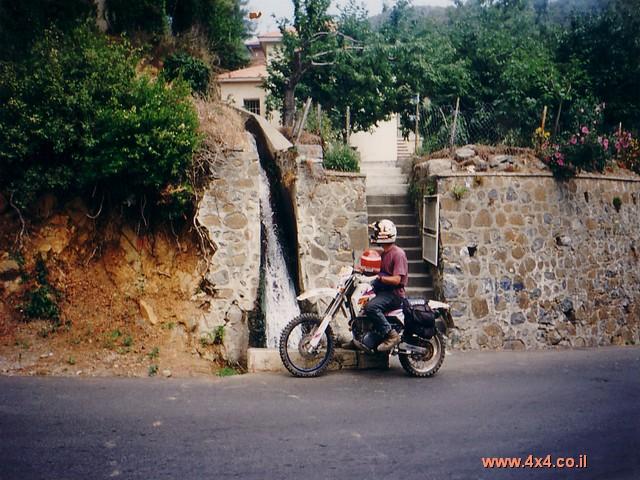 הנהיגה בקפריסין בצד ההפוך של הכביש