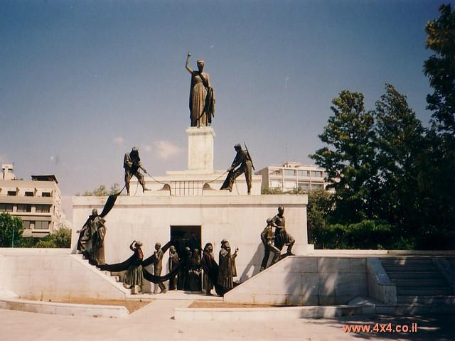 בירת קפריסין היא עיר מערבית עם חנויות יוקרה