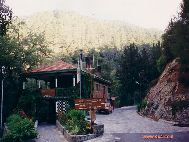 בחצי האי Akamas נסענו בשבילים העוברים על צלע ההר