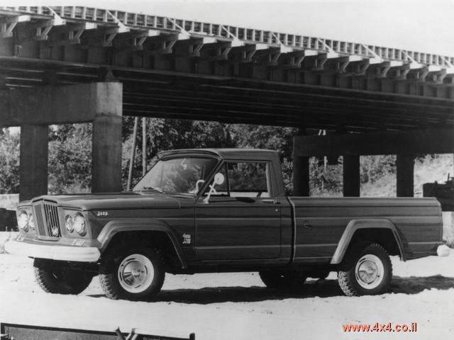 ב-1962 השיקה קרייזלר את הוואגוניר - הדגם שככל הנראה זכאי לתואר ה-SUV הראשון בהיסטוריה