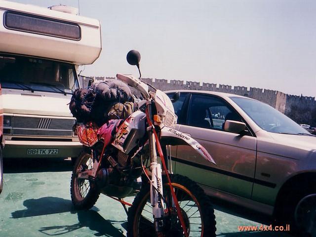 שנית, יש להכין את האופנוע ושאר הציוד