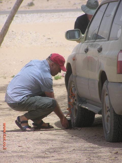 בנושא הרכב, יש להקפיד כי הצמיגים אינם שחוקים יתר על המידה ולחץ האוויר נכון
