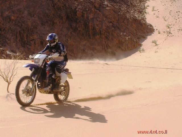 מקגיוור והחץ הכחול עם אופנועים בממלכה ההאשמית של ירדן - ספטמבר 2006