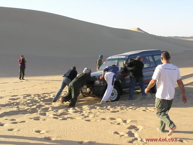 בבוקר היום השני למסע, לאחר תדלוק והכנות אחרונות אנו עוזבים את סיווה חזרה לתוך המדבר והפעם דרך השטח
