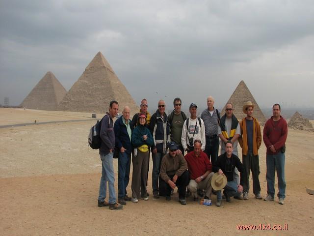 הפירמידות והספינקס