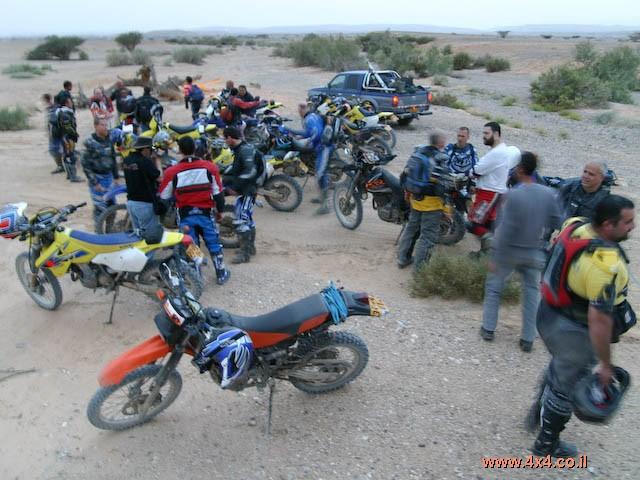אבק בקסדה - מסע אופנועים חוצה נגב