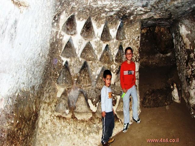 תל גודד - מערות זחילה לרזים ולאמיצים