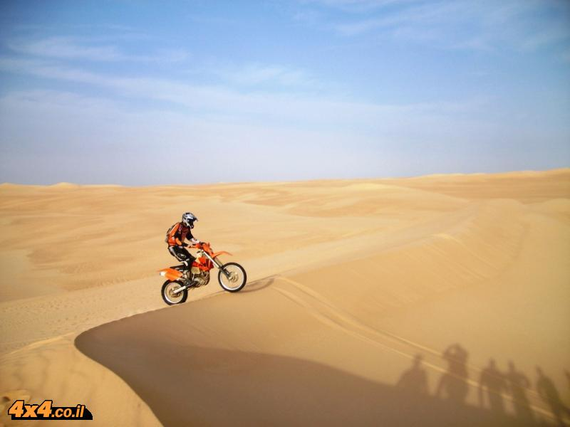 Crossing the western desert of Egypt and the great sand sea of the Sahara desert with motorcycles