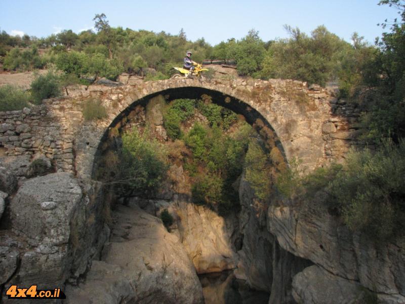 על הגשר העתיק של הקופרלו  - איך הגעת לשם?