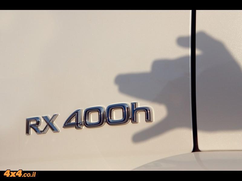 ה-RXh הוא בראש וראשונה מפגן טכנולוגי של לקסוס