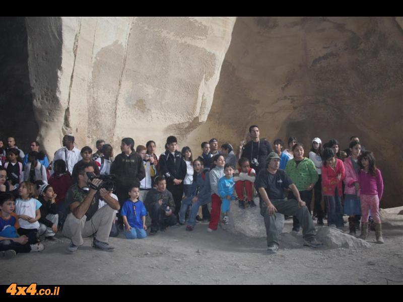 אלחנן בר במופע במערות לוזית - מ ה  מ  ם  !!