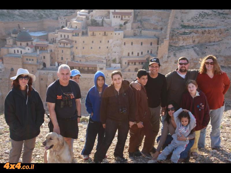 תמונה קבוצתית כשברקע המנזר האבוד - המרסבא