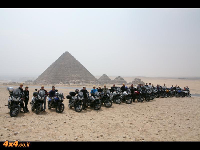 סוזוקי ויסטרום במסע למדבר המערבי של מצרים - צביקה יחזקאלי בערוץ 10