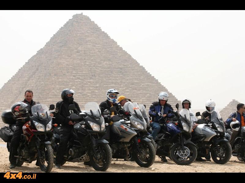 סוזוקי ויסטרום חוצים את מצרים