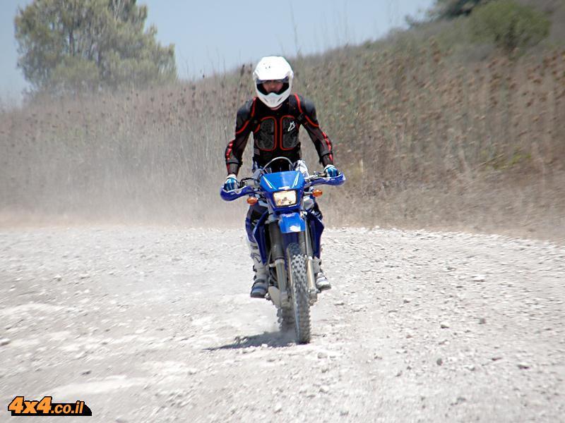 על האופנוע