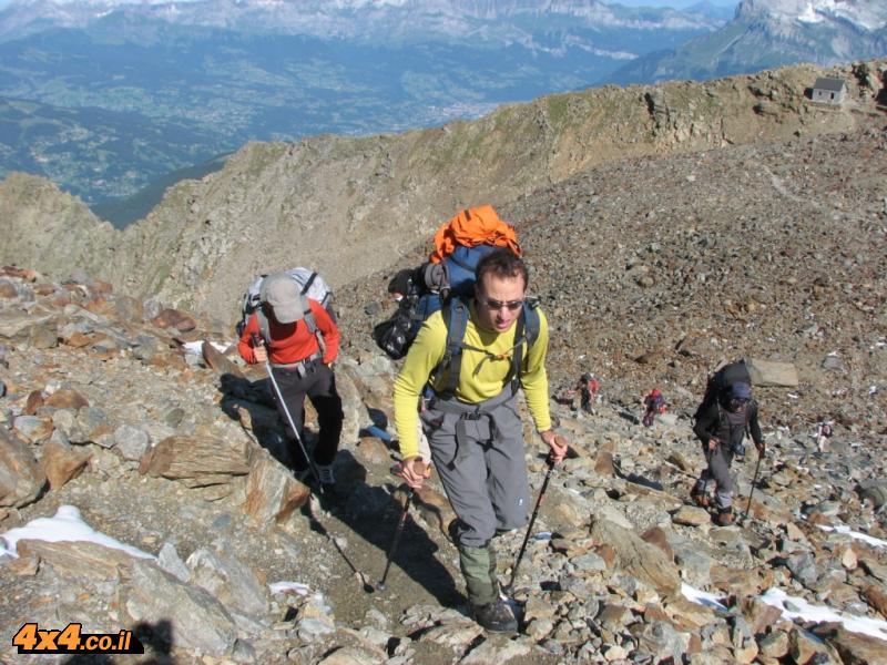 אנשי אחרי! מטפסים על הסלעים לאגו דה גוטה