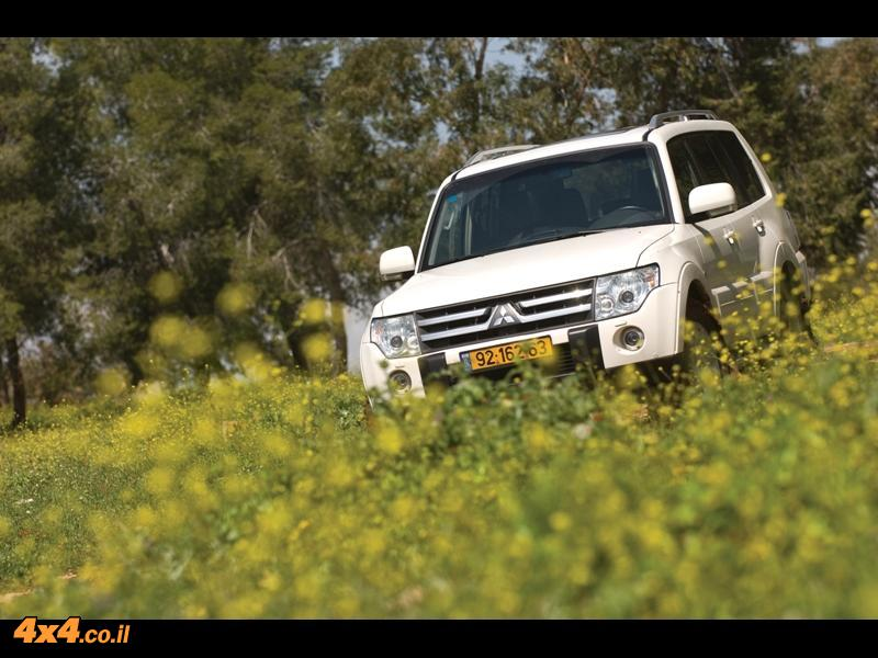 מיצובישי פאג'רו 3.8  Mitsubishi Pajero