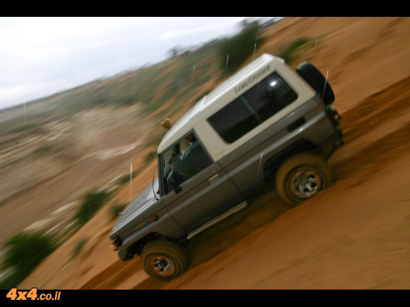 חוייה מהסרטים - למכור רכב  שטח  Toyota Land Cruiser 73