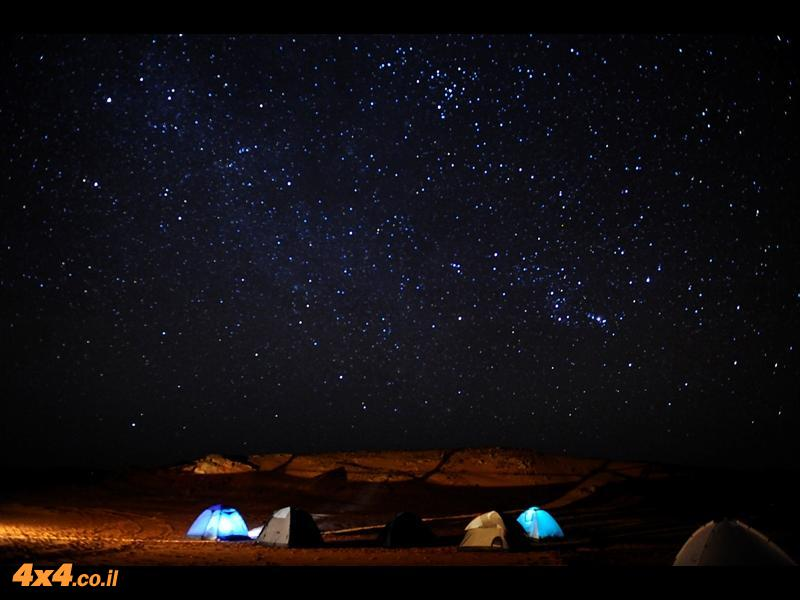 לילה מלא כוכבים במדבר הסהרה