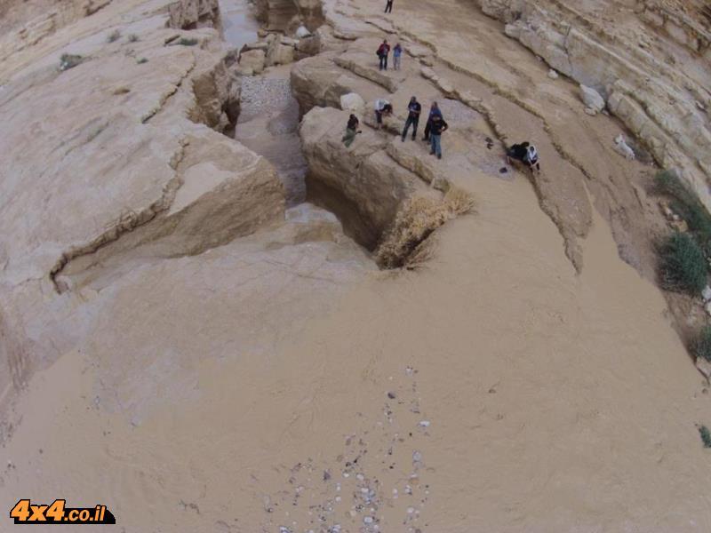 שיטפון במפל של נחל צין 10.3.14 צילם: איתי טרייבטש