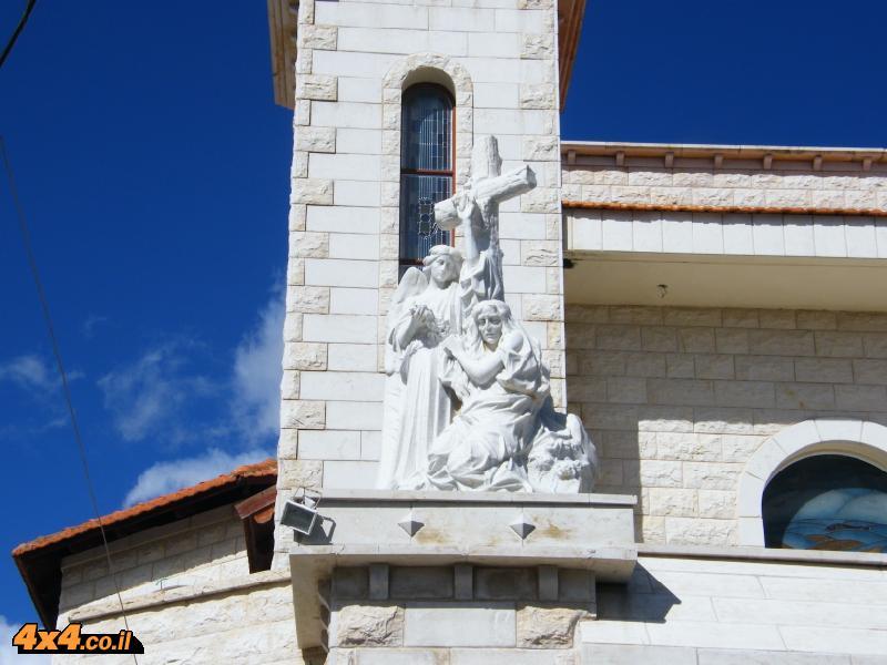 בית הכנסת והכנסייה